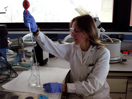 Aitana en el Laboratorio